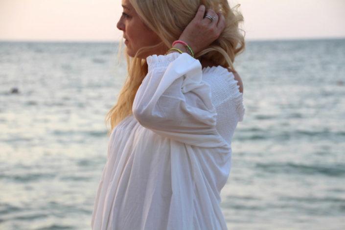 dubai-white-lace-dress-at-the-beach
